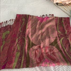 Paisley pattern scarf with metallic threading
